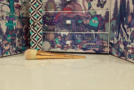Gold handled cream brush for makeup application