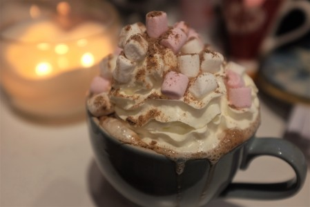 Hot choc with cream and marshmellows