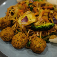 Vegetable stir fry, falafel and crackers